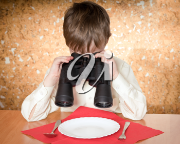 child looks at a plate throught a binoculars