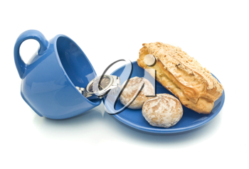 Lunch time - Watch in the cup and delicious pastry