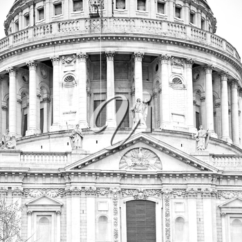 st paul cathedral in london england old construction and religion