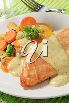 Chicken breast and mixed vegetables poured with cream sauce