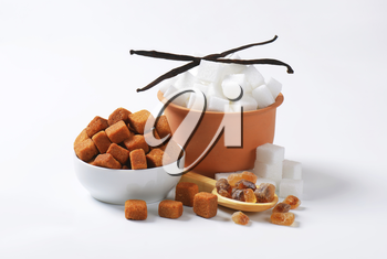 White and brown sugar cubes and rock sugar